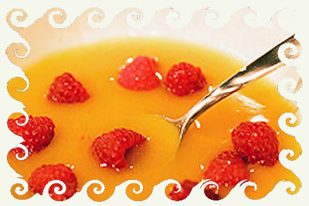 Абрикосовый суп с малиной.