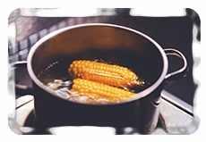 Кукурузные початки в кастрюле