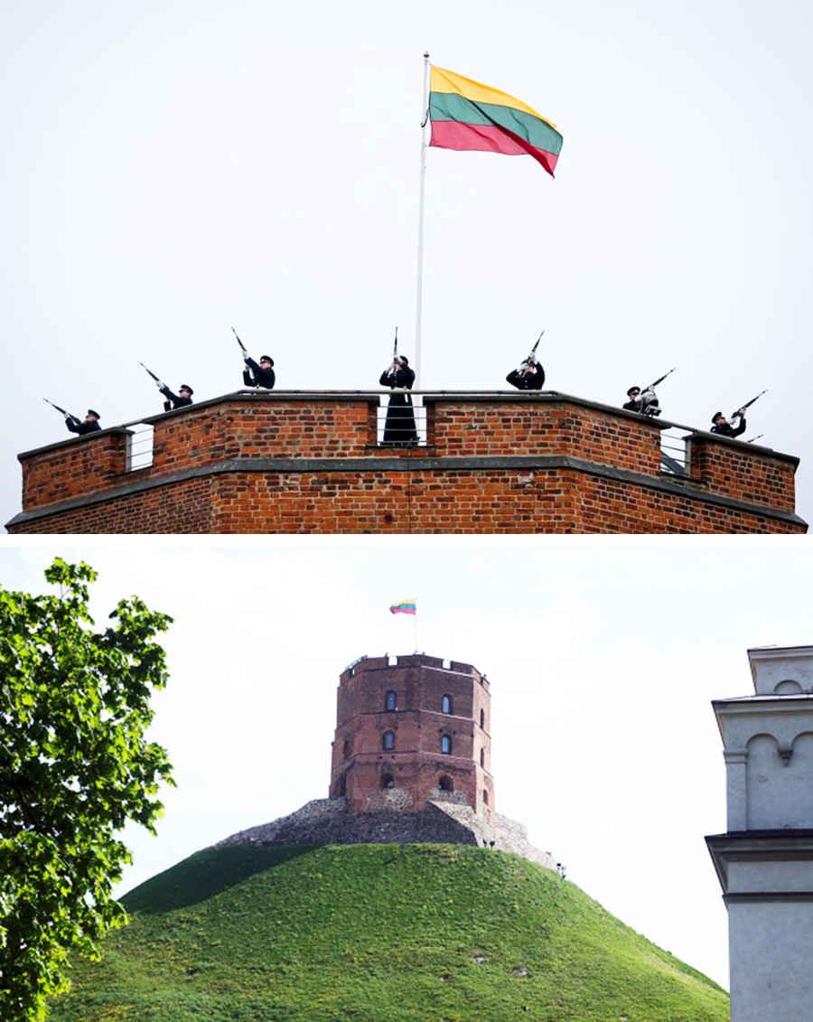 Флаг Литвы на башне в Вильнюсе