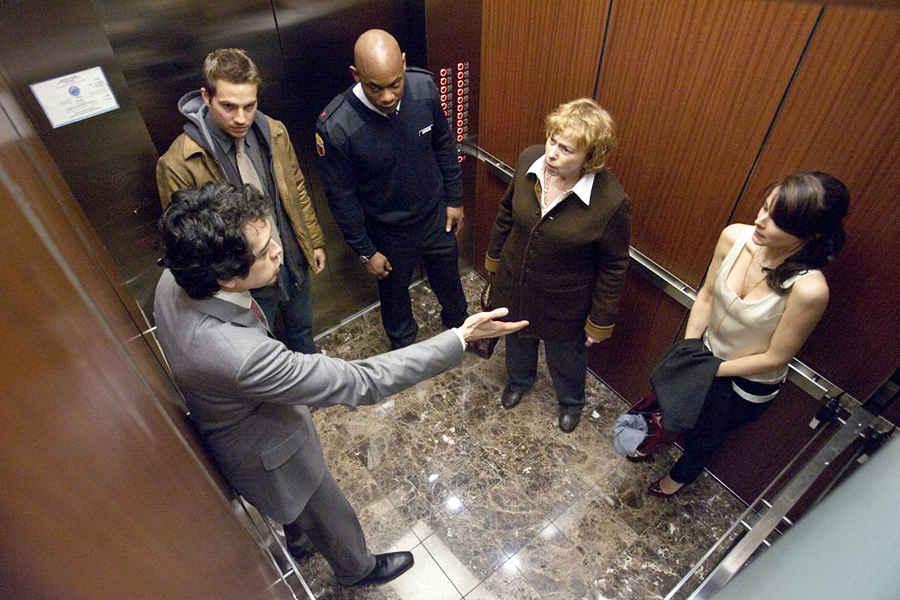 Общение с незнакомыми в лифте в Нью-Йорке не разрешается